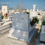 Ταφικό μνημείο ενδιάμεσου μεγέθους με μάρμαρο