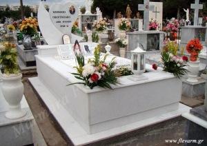 Ταφικό μνημείο οικογενειακού μεγέθους με γρανίτη και μάρμαρο χτυπητό