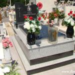 Ταφικό μνημείο οικογενειακού μεγέθους με γρανίτη