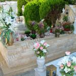 Ταφικό μνημείο οικογενειακού μεγέθους με μάρμαρο και φυσική πέτρα σκαπιτσαριστή